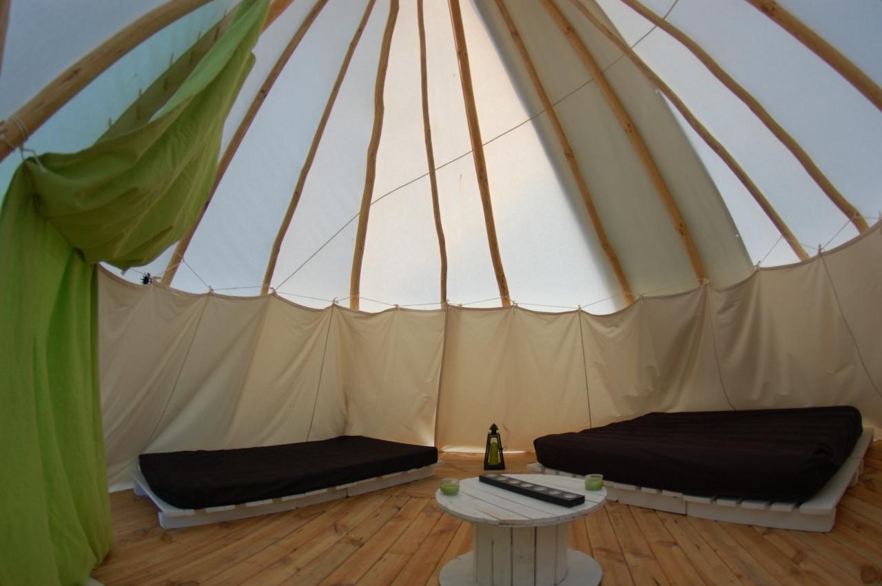 sejour au camping insolite des tipis de bayot. Black Bedroom Furniture Sets. Home Design Ideas